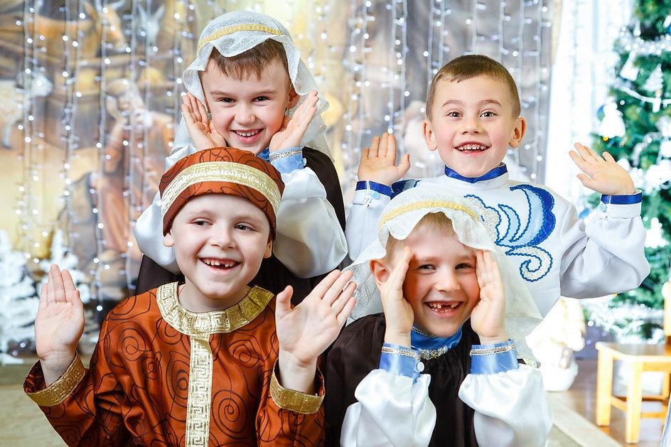 Мальчишки, дети в детском саду