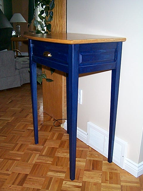 Table bleue en pin