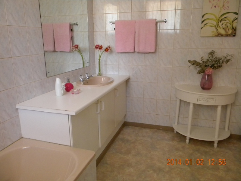 Bathroom in 2 bedroom Flat