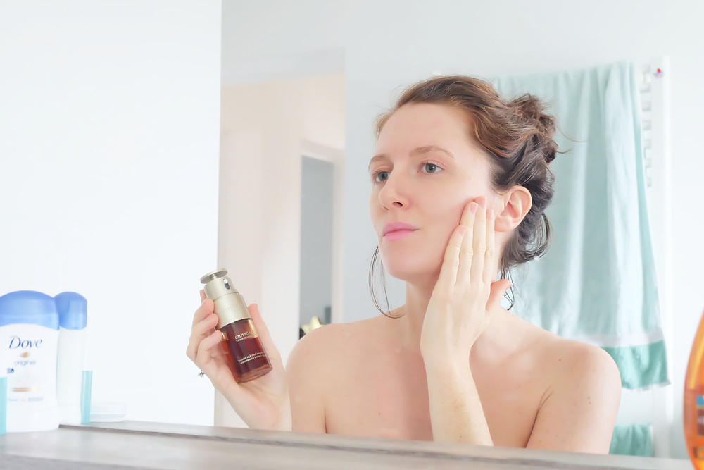 Mood of the City - morning routine Double Serum Clarins