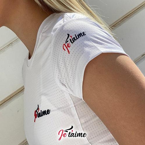 חולצת ספורט לבנה
