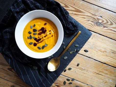 Süßkartoffel-Kürbis-Suppe mit Kokosmilch