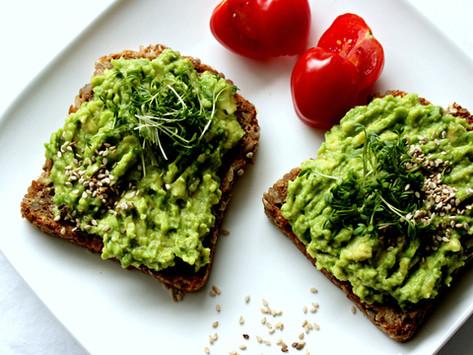 Avocadobrot und 5 Gründe, warum die Avocado so gesund ist