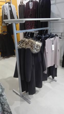 Appendiabiti per negozio di abbigliamento