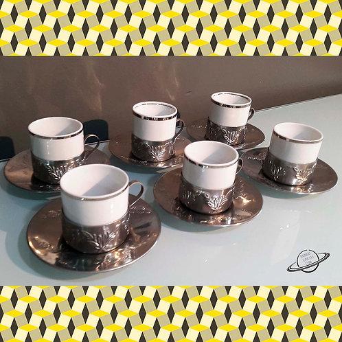 Conjunto Antigo de Xícaras Porcelana Branca Base Inox