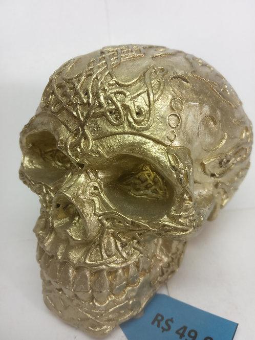 Caveira tribal dourada em resina