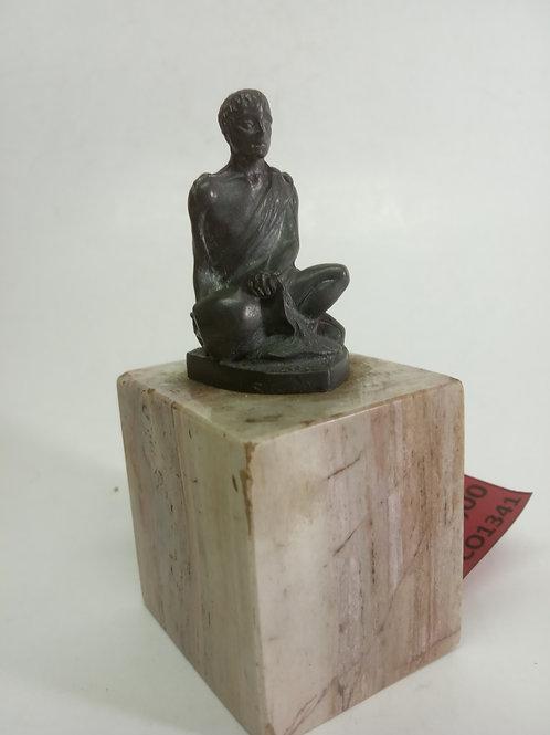 Estatua metal grego com ânfora