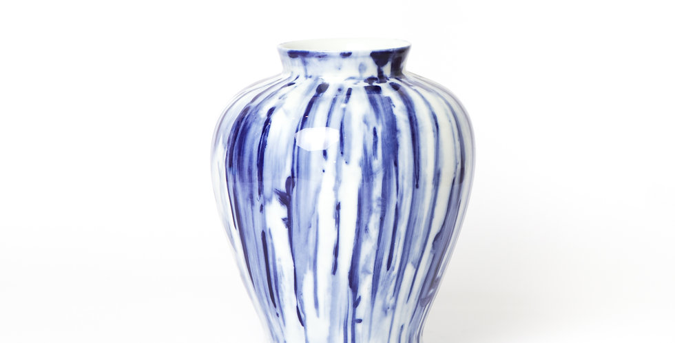 MEDIUM BLUE & WHITE VASE
