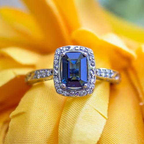 Naru Sapphire Ring