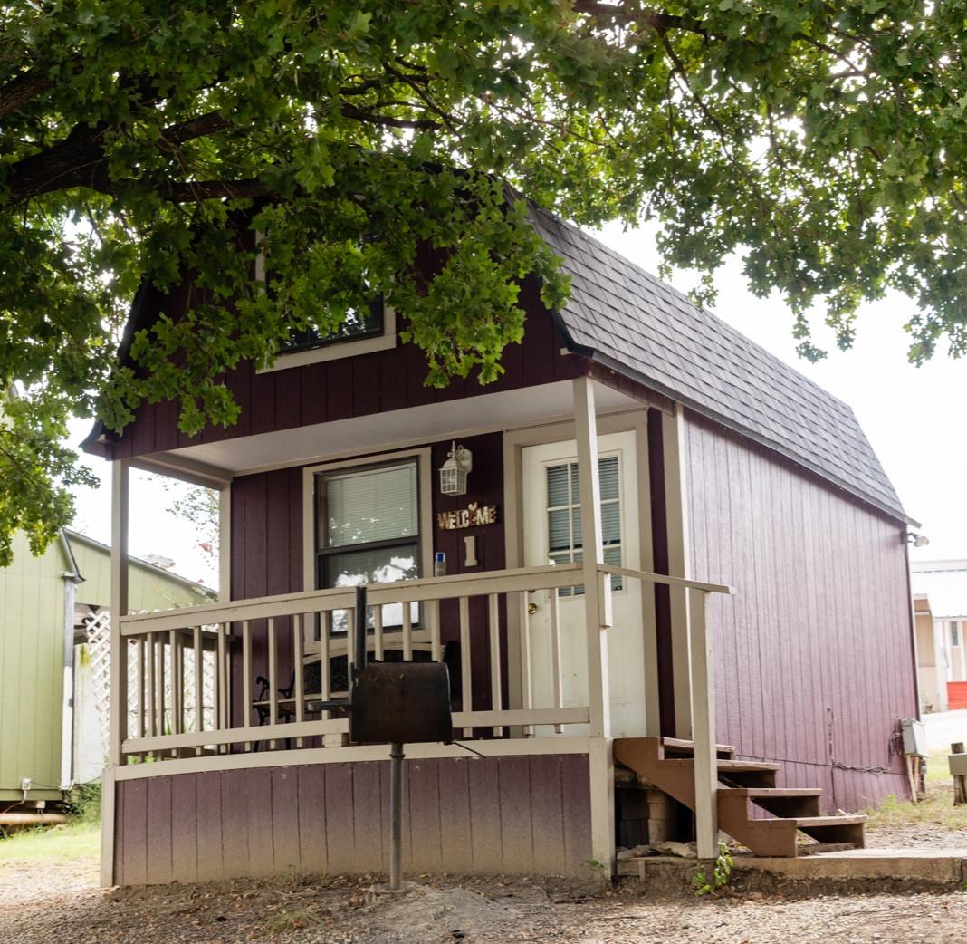 cabin one: farmhouse cabin