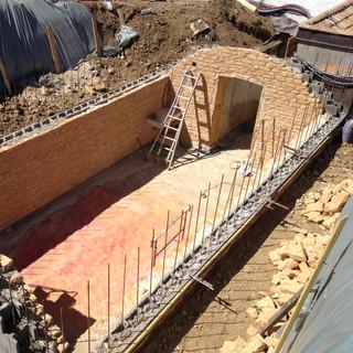 Construction des murs en pierres dorées