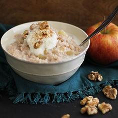 סולת אורז מלא עם אגוזים ותפוח