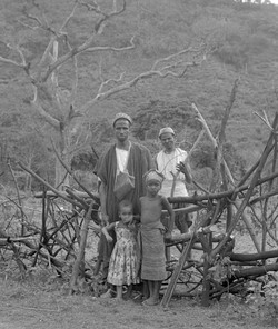 GUINEAN FAMILY - 1964