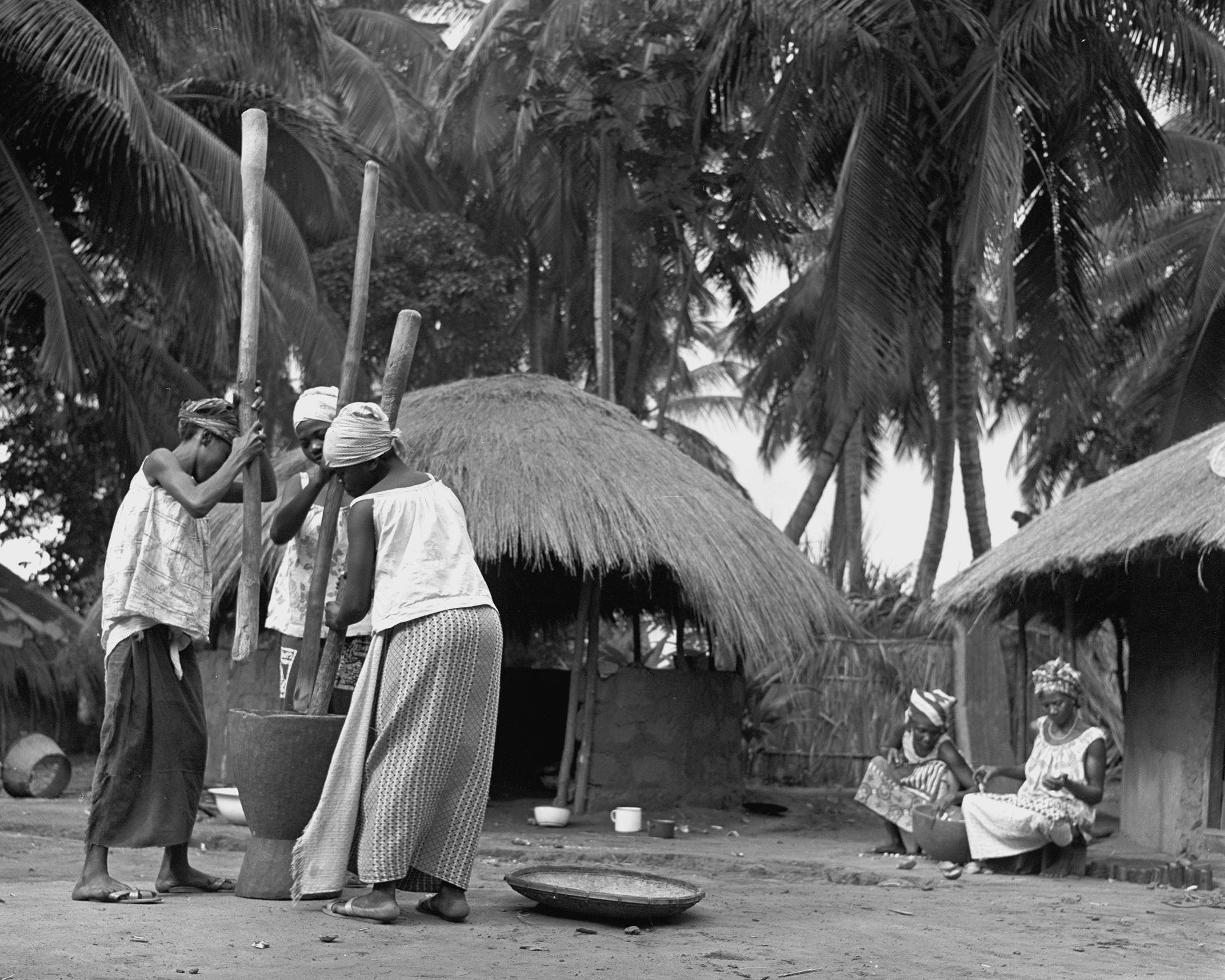 POUNDING MANIOC - 1965