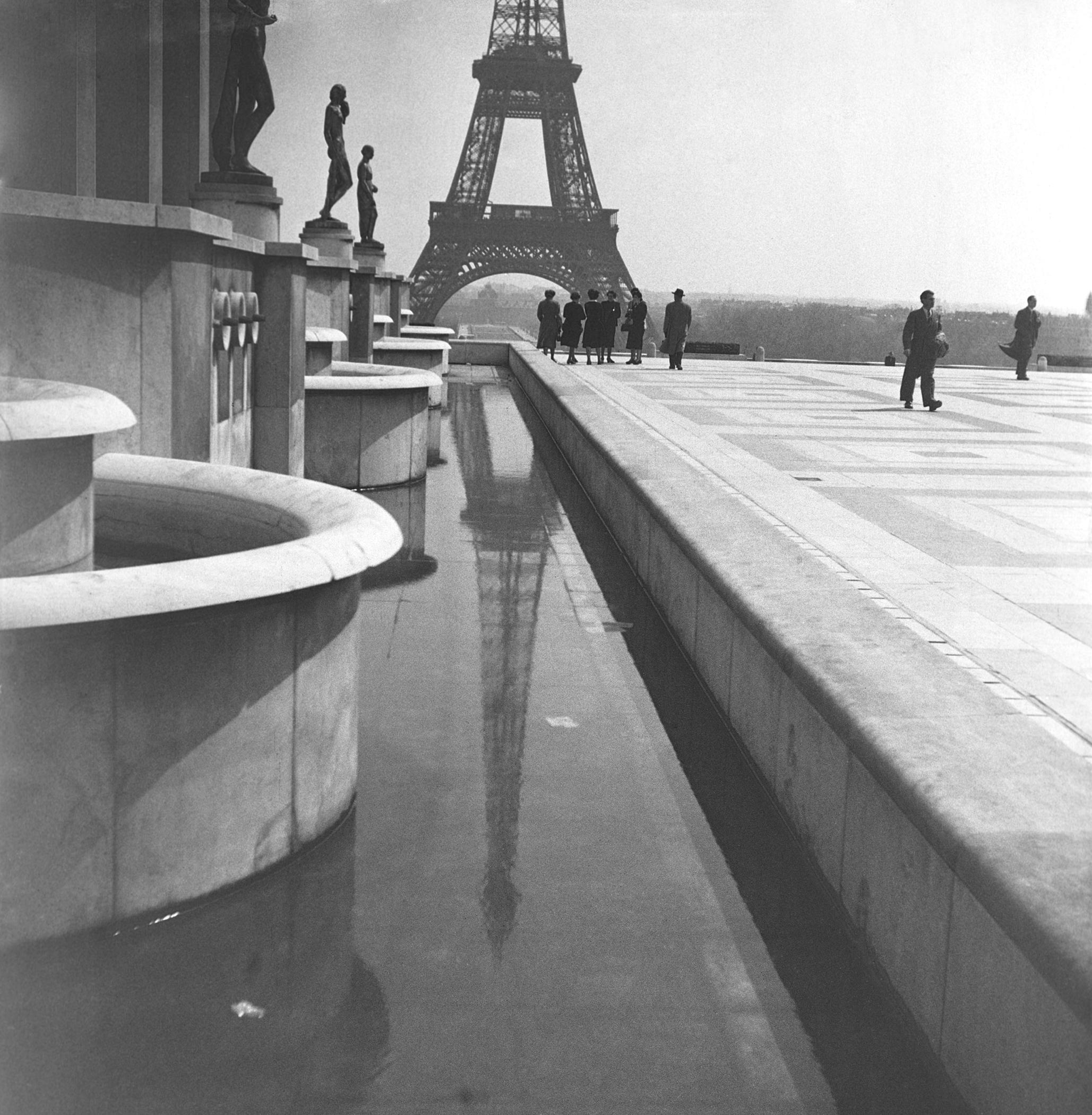 EIFFEL TOWER REFLECTION - 1948