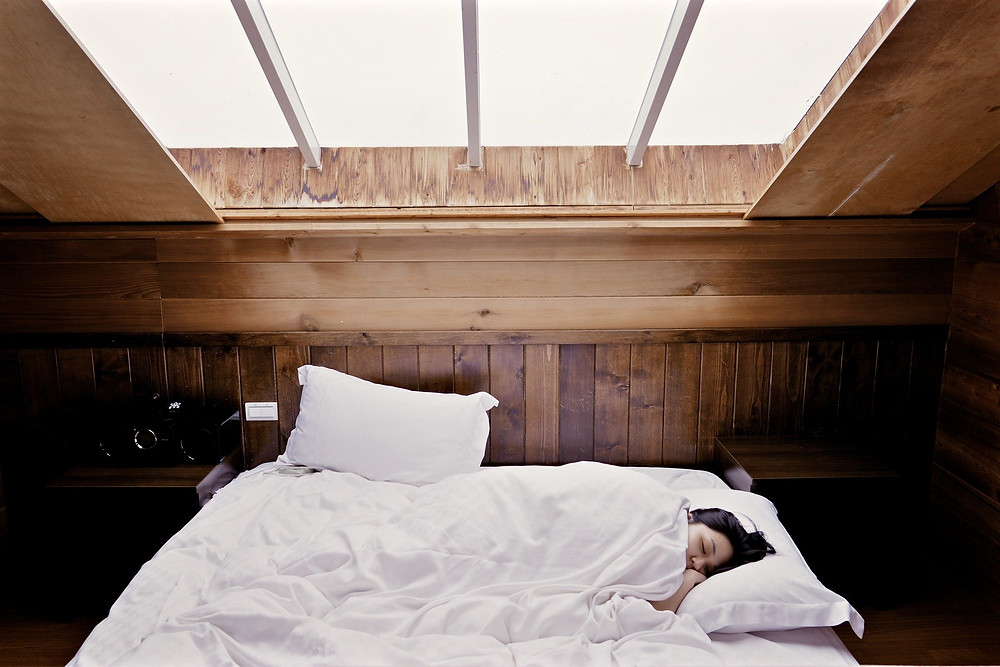 sommeil, femme, lit, fenêtre