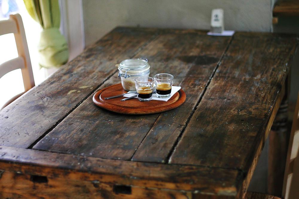 table bois brut café