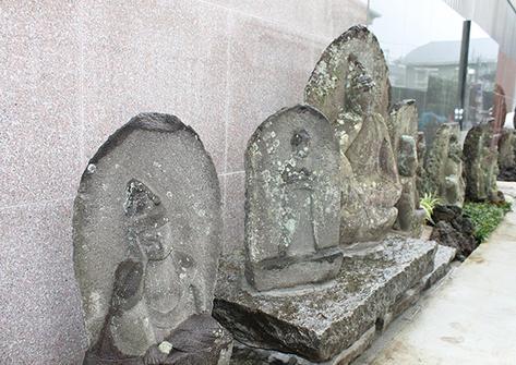 仏跡の径を見守る御仏