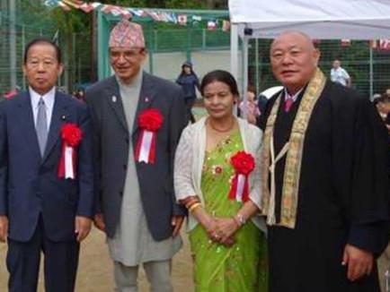 自民党二階幹事長とマダン・クマール・バッタライ駐日ネパール大使・大使夫人