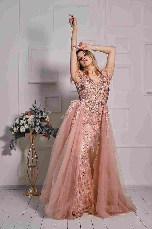 Нежно-розовое с перьями