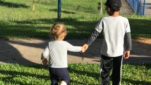 Por que é importante a brincadeira entre crianças de diferentes idades?