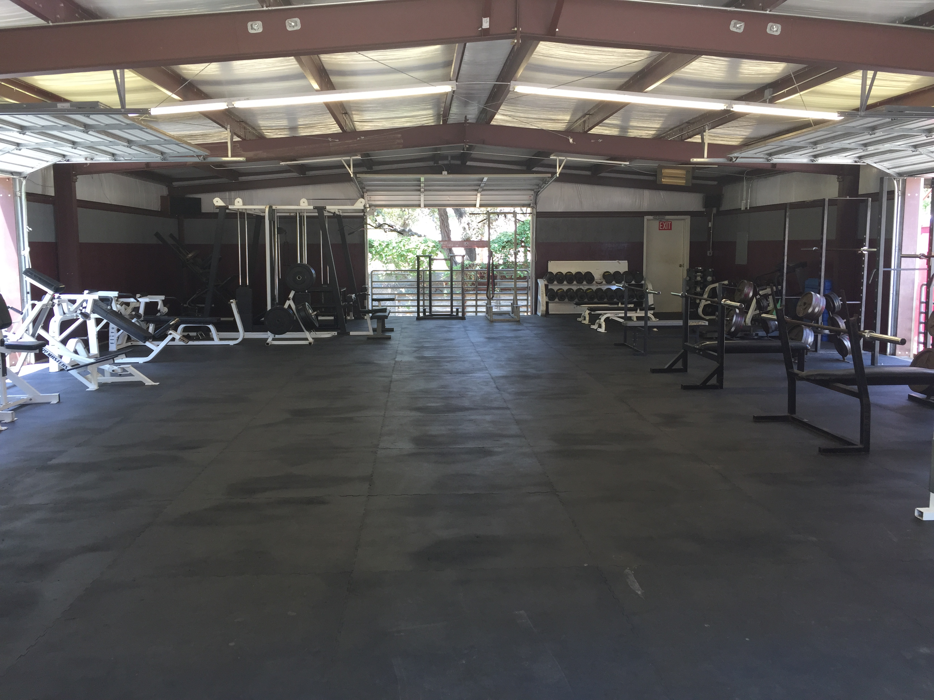 FULLY EQUIPPED WEIGHT ROOMS