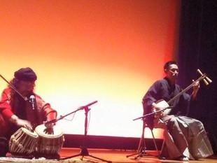 津軽三味線とインド古典打楽器タブラ