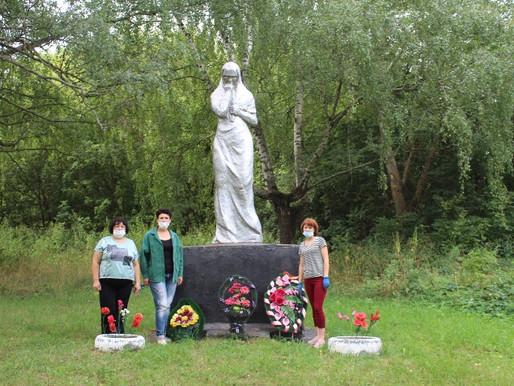 Благоустройство памятника Скорбящей матери в д. Бугры