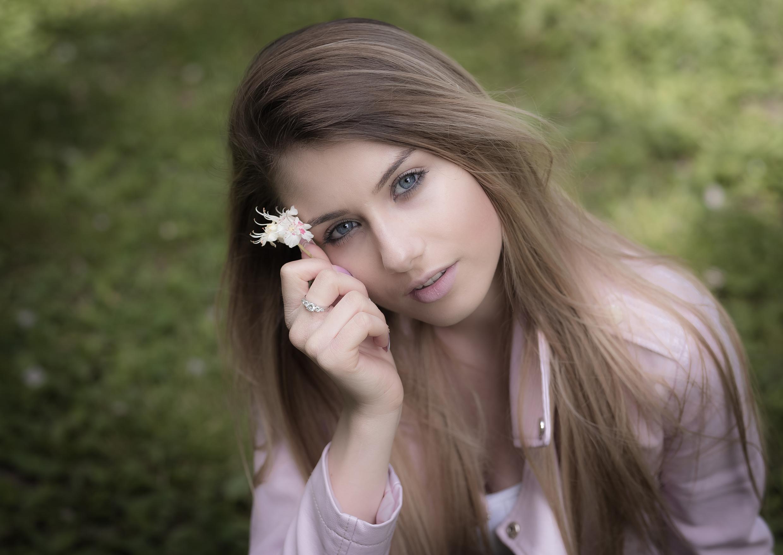model: Indira Brindau