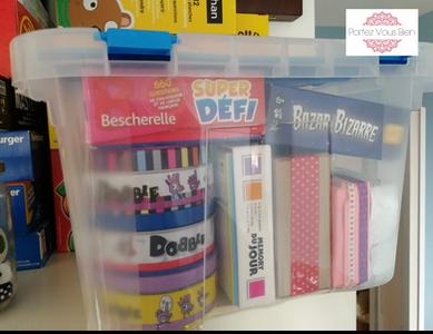 Portez Vous Bien astuce de rangement pour les jeux de société dans une boîte transparente