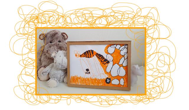 Un cadre d'exposition/stockage des dessins des enfants