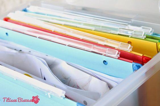 Une boîte à souvenirs ou boîte à archive pour ranger et classer les dessins