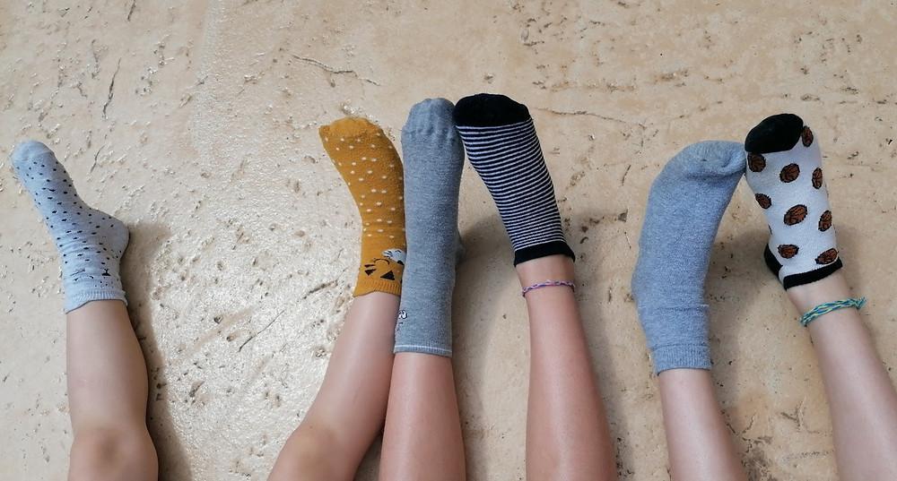 Chaussettes dépareillée pour la journée mondiale sur la différence et la trisomie 21. Le 21 mars. L'occasion d'utiliser toutes vos chaussettes orphelines