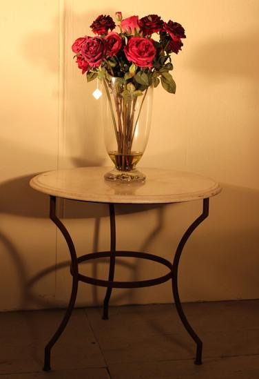 Tisch und Vase