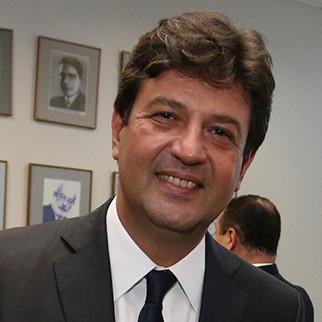 Entrevista com o ministro da Saúde, Luiz Henrique Mandetta.