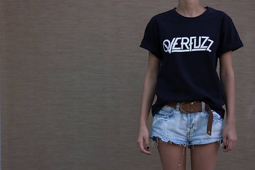 Camiseta preta com logo