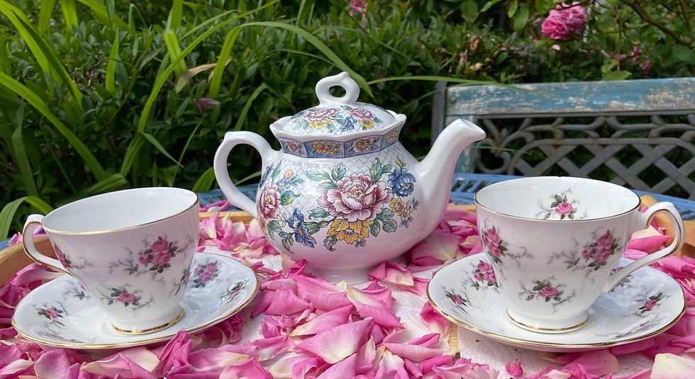 Vintage Sadler 'Victoria' teapot