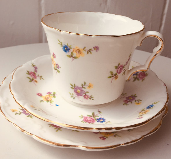 Pretty 1950s Collingwoods china with small posies of flowers.
