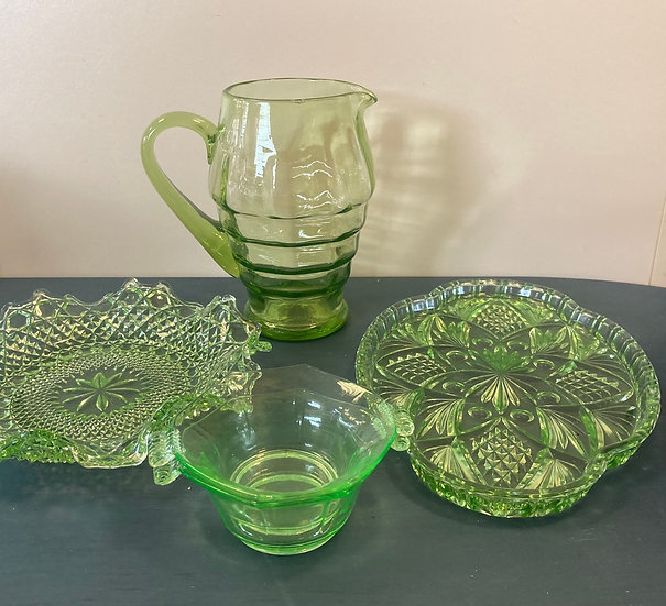 Green glassware- Spooky Halloween 🎃 special- £8 each piece of witchy !!