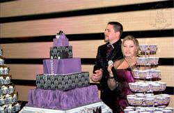 Les mariés et leur gâteau