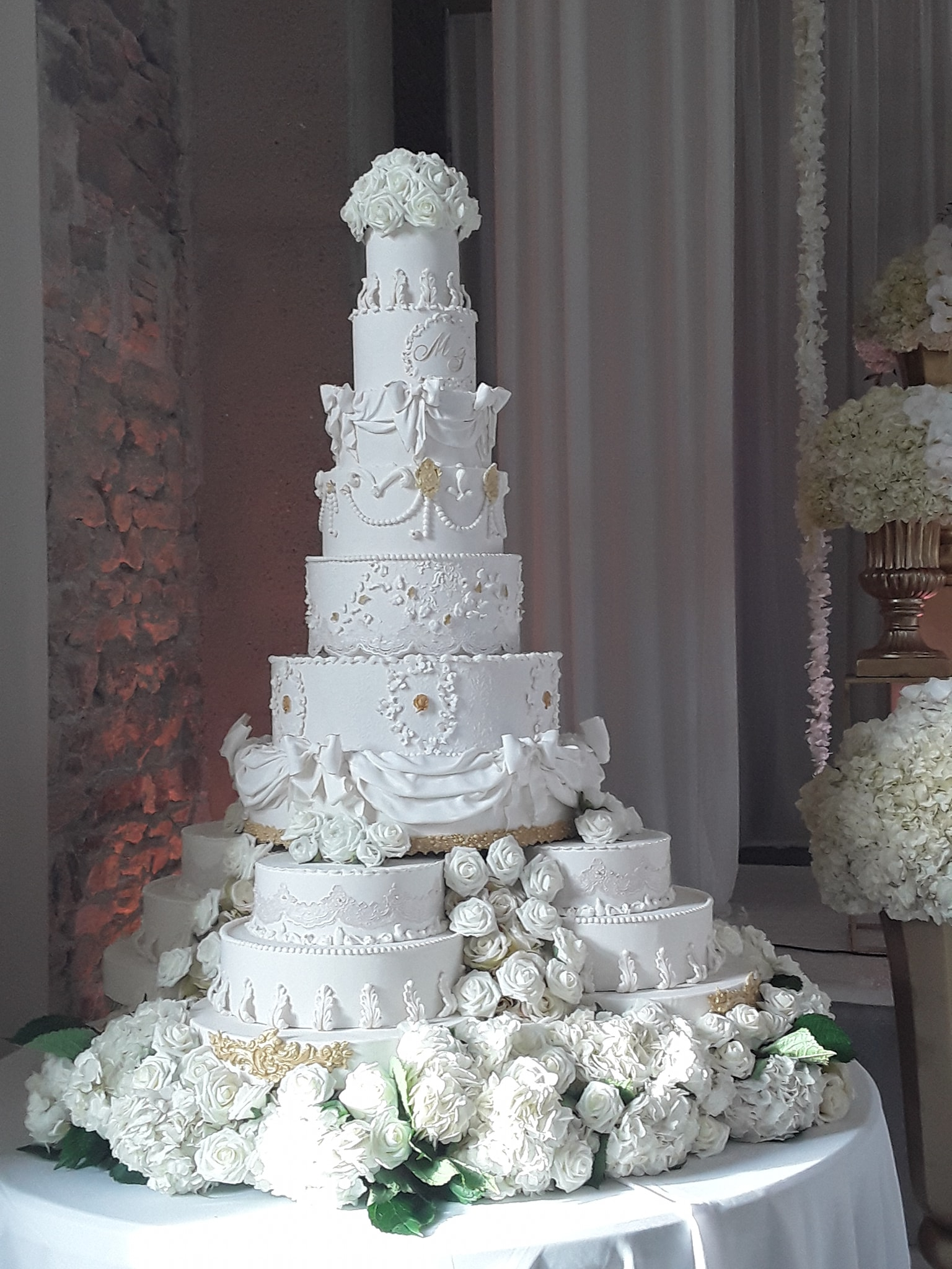GRAND WEDDING CAKE BLANC ET OR