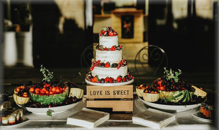 Sweet table naked cake.