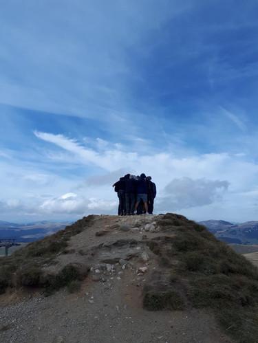 לוחמים על גבעה.jpg