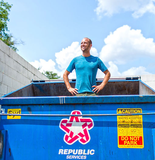 Dumpster Diving with Rob Greenfield - Ph