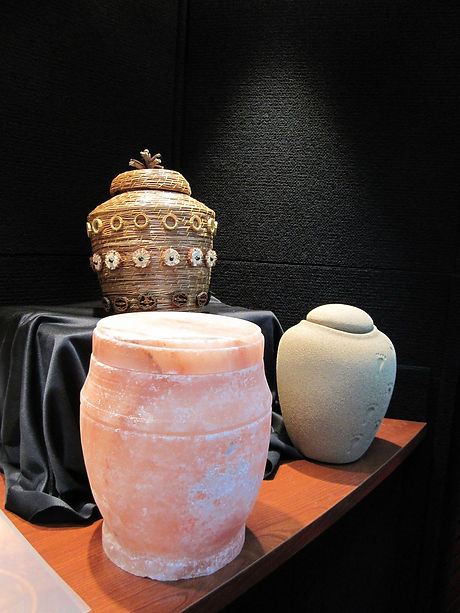 urns-929094_1920.jpg