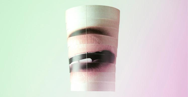 Inès Leroy Galan, Série Mobiles, 2012, photographies numérique du mobile fait à partir de photographies de magazines féminins agrandies puis découpées en lamelles et montées en volume