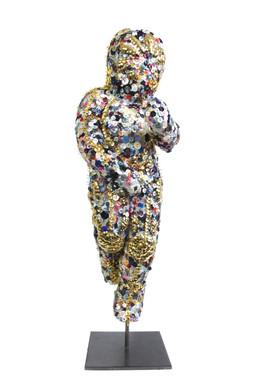 Emma Vidal, La guerre des boutons, 2016, Laiton et boutons sur plâtre, 88 x 25 x 28 cm