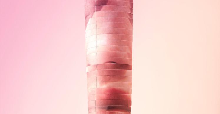 Inès Leroy Galan, Série Mobiles, 2012, photographie numérique du mobile fait à partir de photographies de magazines féminins agrandies puis découpées en lamelles et montées en volume