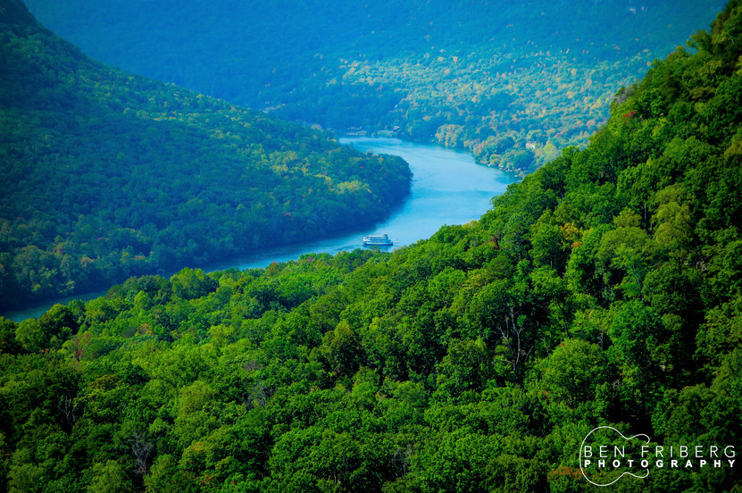 Southern Bell makes a turn in the Tennessee River Gorge | Chattanooga, TN