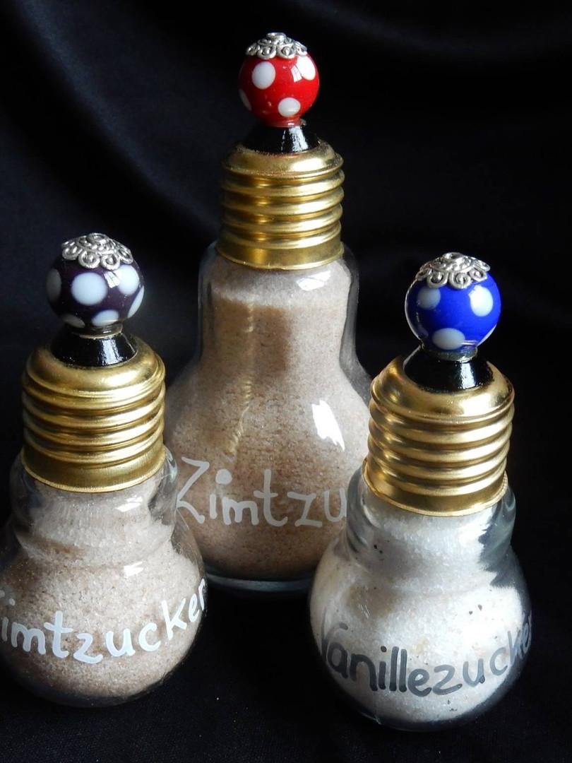 Glühbirnen mit einer Glasperle   CHF  15.00 / 18.00